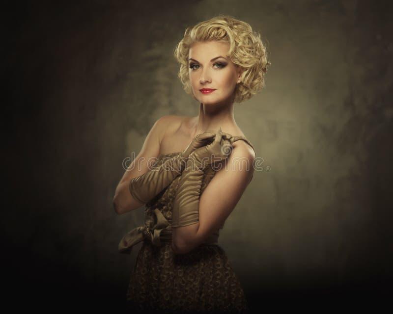 Mooie blonde vrouw royalty-vrije stock afbeelding