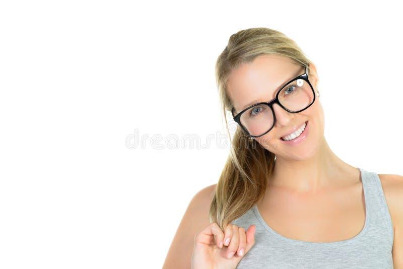 mooie blonde vrouw in glazenglimlachen stock afbeeldingen
