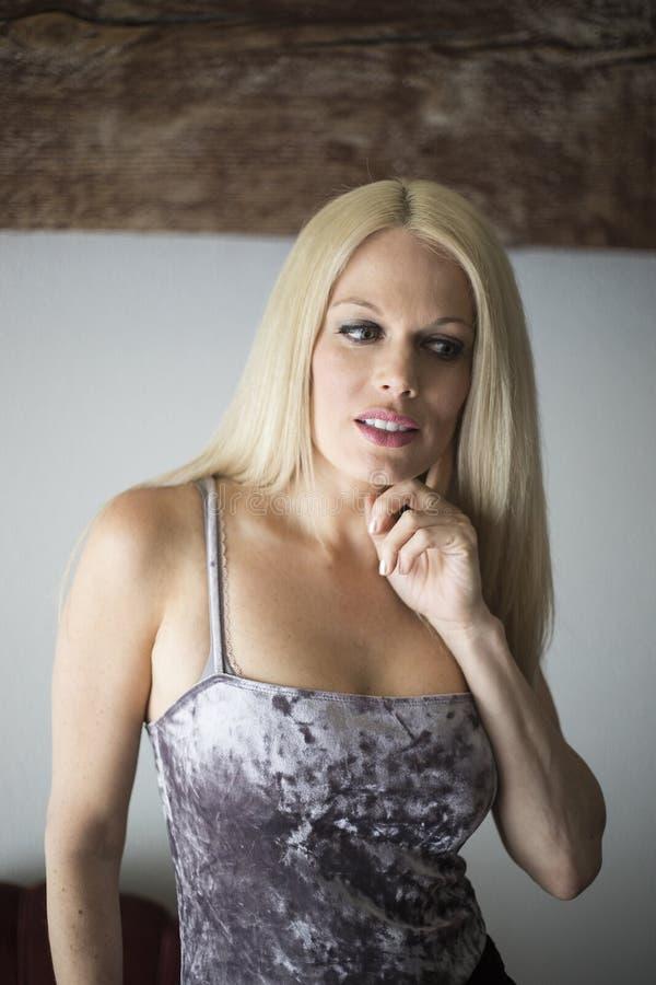 Mooie Blonde Vrouw met Blauwe Ogen royalty-vrije stock fotografie