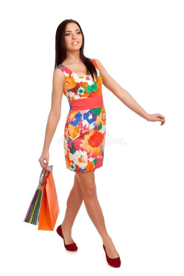 Download Mooie Blonde Vrouwenholding Het Winkelen Zakken Stock Foto - Afbeelding bestaande uit manier, lichaam: 29513452