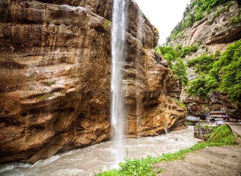 Mooie bodemrij van Chegem-watervallen stock foto