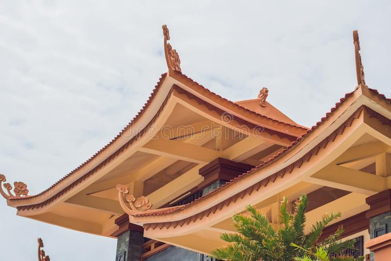 Mooie Boeddhistische tempel op de helling, Phu Quoc, Vietnam stock foto's