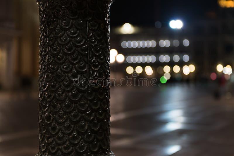 Mooie bokehlichten in San 's nachts Marco Square Nadruk op een pool in Piazza San Marco, Venetië, Veneto, Italië stock afbeeldingen