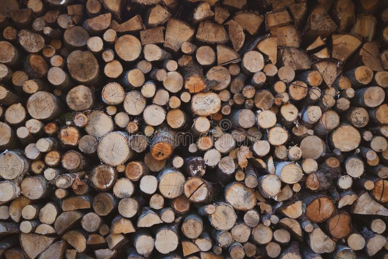 Mooie brandhoutstapel stock afbeelding