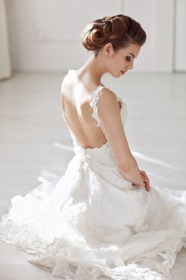 Download Mooie bruid stock foto. Afbeelding bestaande uit manier - 39117224
