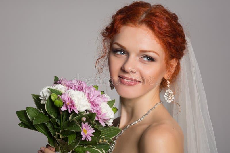 Mooie bruid die weg kijken royalty-vrije stock foto