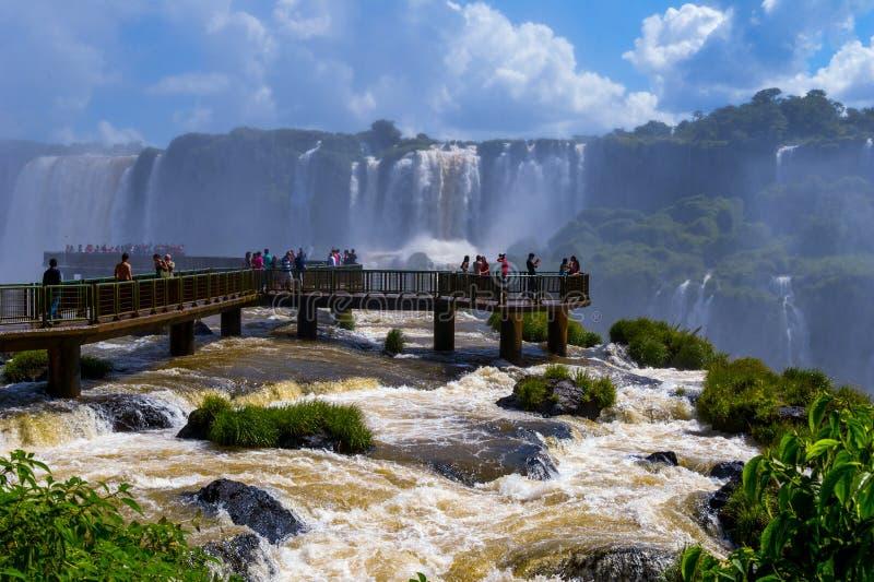 Mooie Cascade van watervallen. Iguassudalingen stock fotografie
