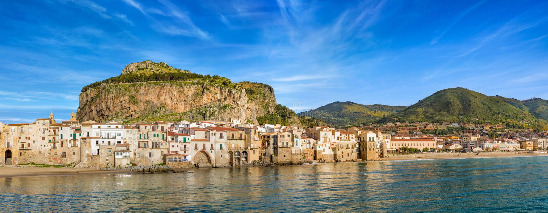 Mooie Cefalu op Tyrrhenian kust van Sicilië, Italië stock foto
