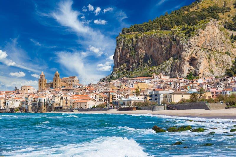 Mooie Cefalu, toevluchtstad op Tyrrhenian kust van Sicilië, Italië stock fotografie