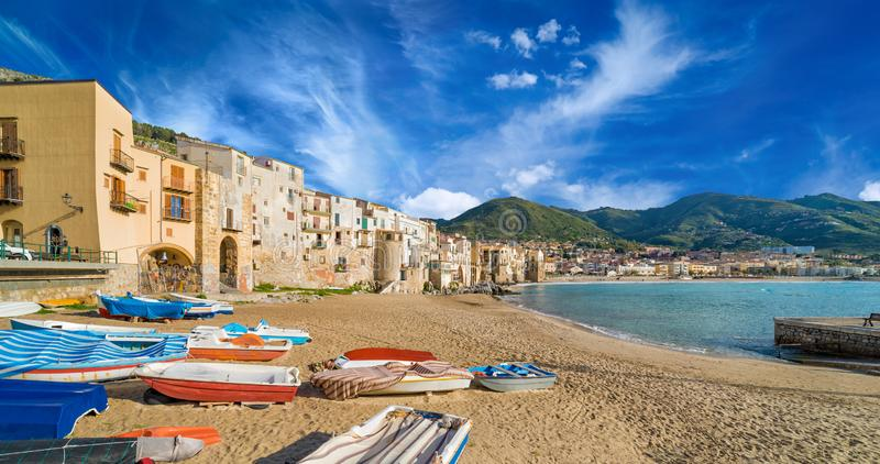 Mooie Cefalu, toevluchtstad op Tyrrhenian kust van Sicilië, Italië stock foto