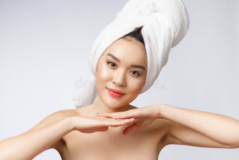 Mooie Charmante Aziatische jonge vrouwenglimlach met witte tanden, zo voelend geluk en vrolijk met gezonde huid royalty-vrije stock foto