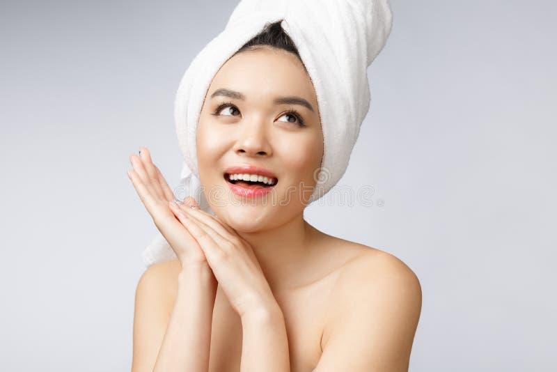 Mooie Charmante Aziatische jonge vrouwenglimlach met witte tanden, zo voelend geluk en vrolijk met gezonde huid royalty-vrije stock afbeelding