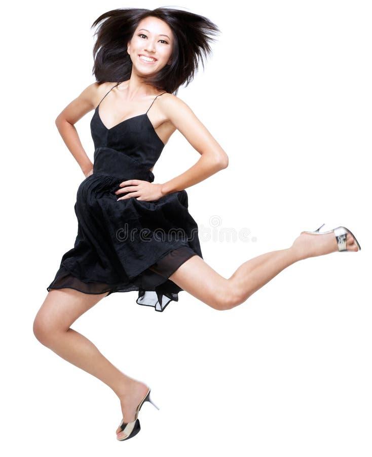 Mooie Chinese vrouw die omhoog in opwinding springt stock afbeelding