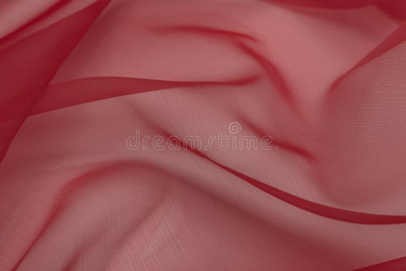 Mooie close-up van rode satinetstof met textieltextuurachtergrond royalty-vrije stock fotografie
