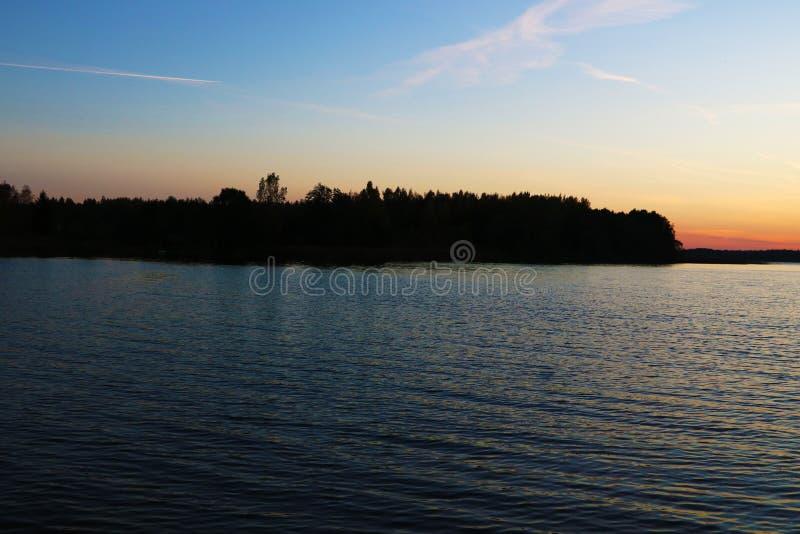 Mooie cloudscape over het overzees, zonsopgangschot stock foto