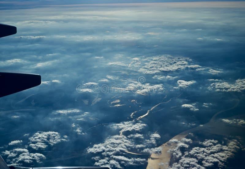 Mooie cloudscapemening van een vliegtuigen uniek beeld royalty-vrije stock afbeelding