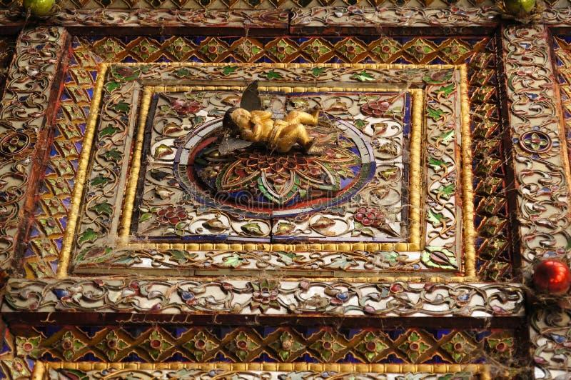 Mooie cupido bij plafond van Wat Phra Kaew Don Tao, Lampang, Thail stock fotografie