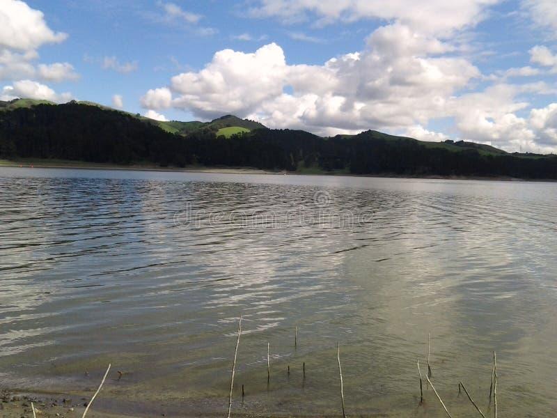 Mooie dag bij het meer stock afbeelding