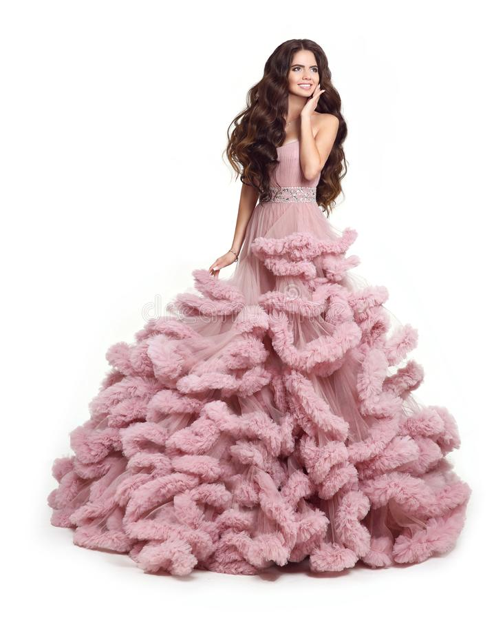 Mooie Dame in luxe weelderige roze kleding Manier donkerbruine smili stock foto