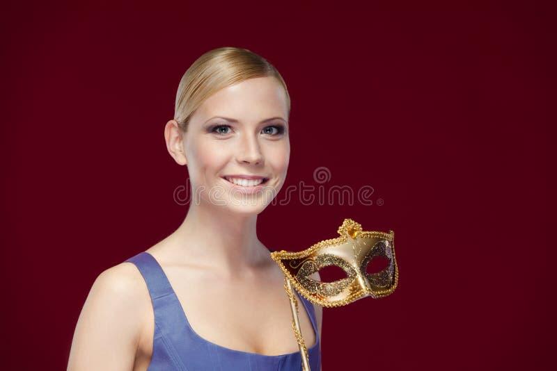 Mooie dame met maskerademasker stock fotografie