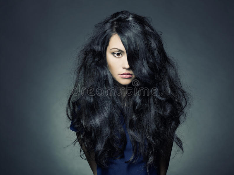 Mooie dame met prachtig donker haar royalty-vrije stock fotografie