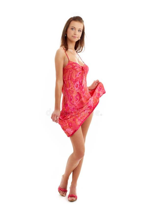 Mooie dame in rode kleding stock afbeelding
