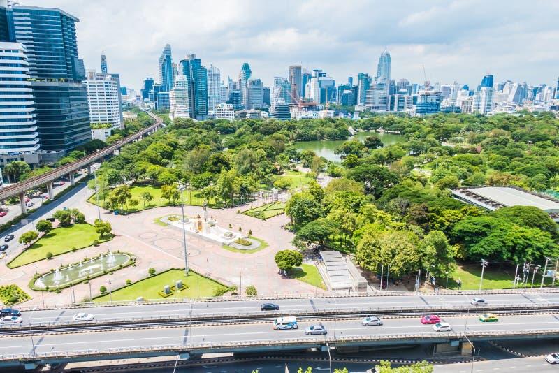Mooie de bureaubouw toren en architectuur in de stad van Bangkok royalty-vrije stock afbeelding