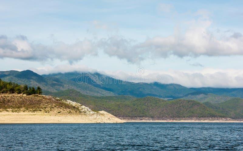 Mooie de rivierhemel van het bergenmeer royalty-vrije stock afbeelding