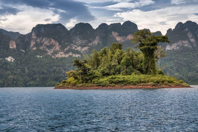 Mooie de rivierhemel van het bergenmeer en natuurlijke aantrekkelijkheden bij KH stock afbeeldingen