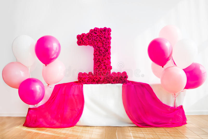 Mooie decoratie voor de eerste verjaardag, roze stock foto