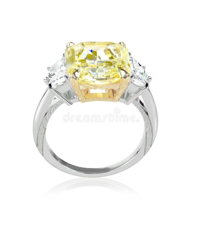 Mooie Diamantring met gele kanarie of de steen van het topaascentrum stock fotografie