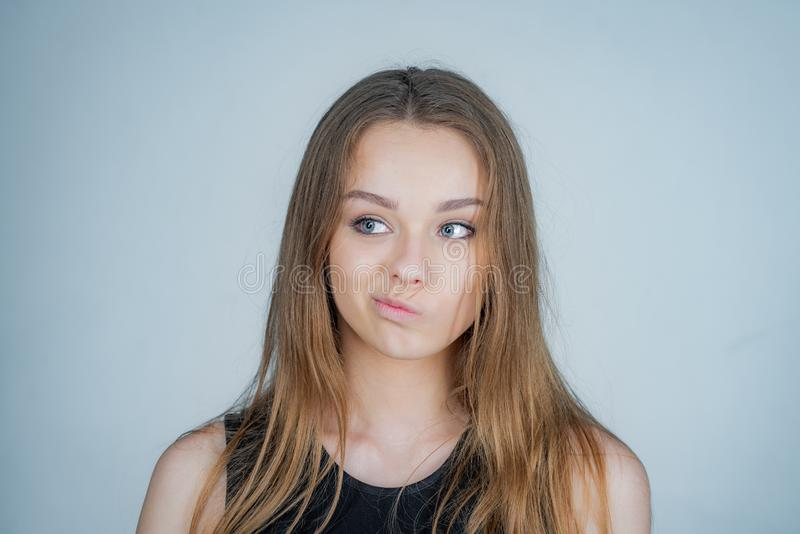 Mooie dichte omhooggaand van de gezichtsvrouw - gezond het meisjesmodel van de huidschoonheid Mooi jong meisjesportret royalty-vrije stock afbeelding