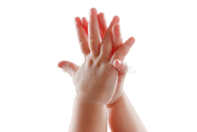 Mooie die babyhanden op wit applaus worden geïsoleerd als achtergrond royalty-vrije stock fotografie