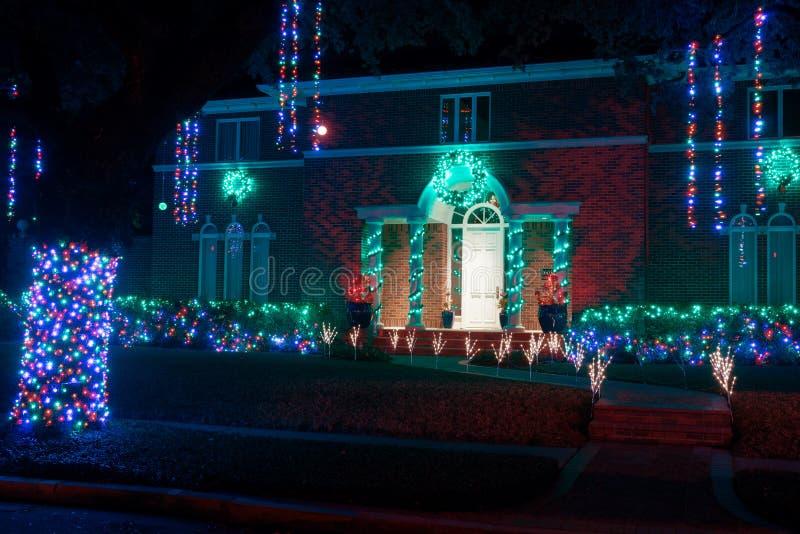 Mooie die huisingang voor Kerstmis wordt verfraaid Kerstmis Deco royalty-vrije stock afbeeldingen