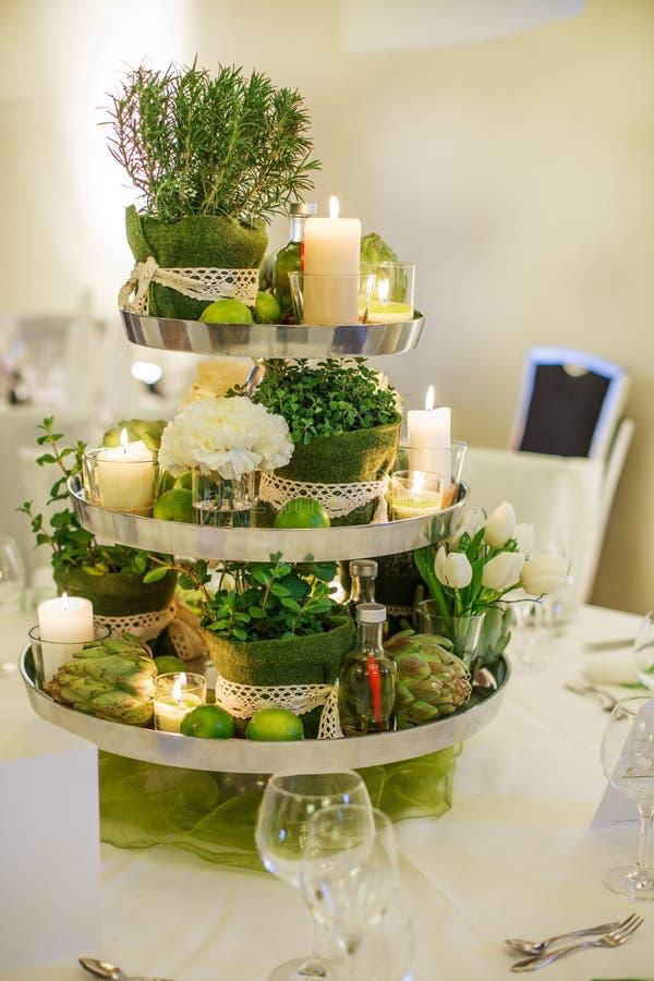 Mooie die lijst voor groene huwelijk of gebeurtenispartij wordt geplaatst, binnen, stock foto's