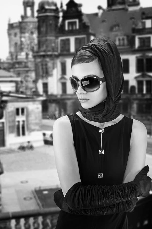 Mooie donkerbruine vrouw royalty-vrije stock fotografie