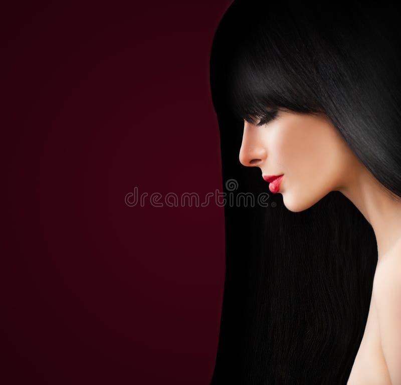 Mooie Donkerbruine Vrouw met lang gezond haar royalty-vrije stock afbeeldingen