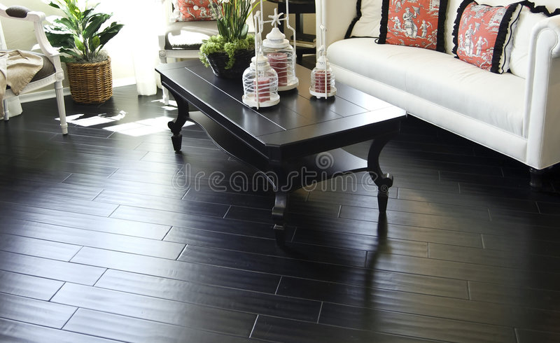Mooie donkere harde houten bevloering i royalty-vrije stock afbeelding