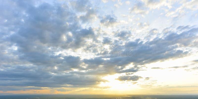Mooie dramatische cloudscape royalty-vrije stock foto's
