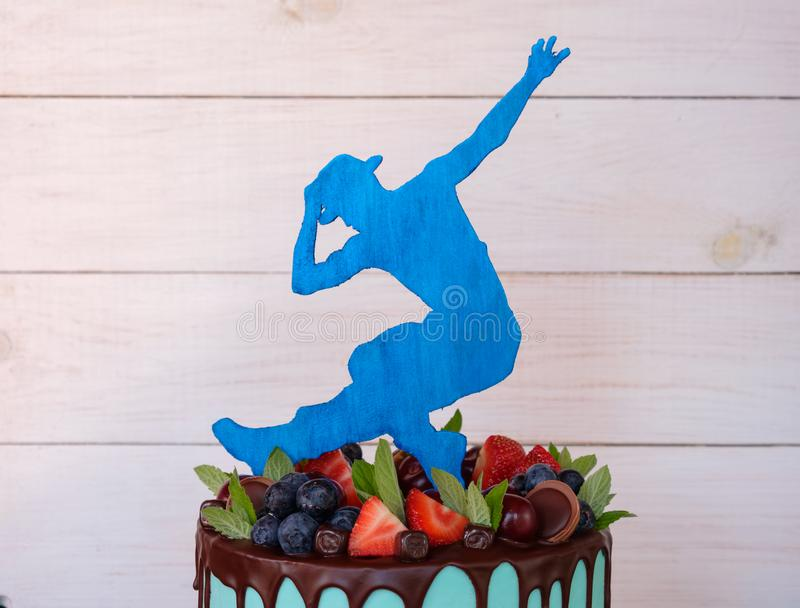 Mooie eigengemaakte cake met een danserscijfer royalty-vrije stock foto