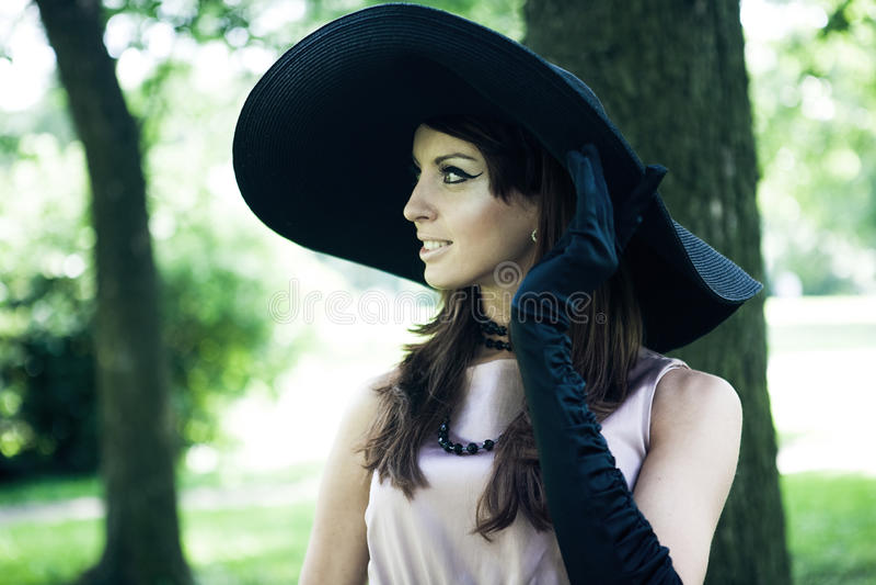 Mooie elegante jonge dame royalty-vrije stock afbeeldingen