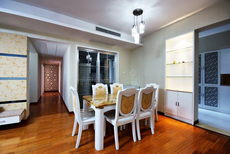 Mooie en comfortabele verfraaide ruimten royalty-vrije stock foto
