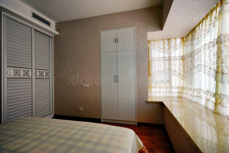 Mooie en comfortabele verfraaide ruimten stock afbeelding