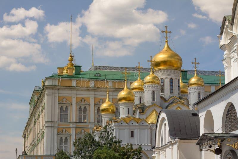 Mooie en overladen gebouwen binnen Moskou het Kremlin, Rusland stock afbeeldingen