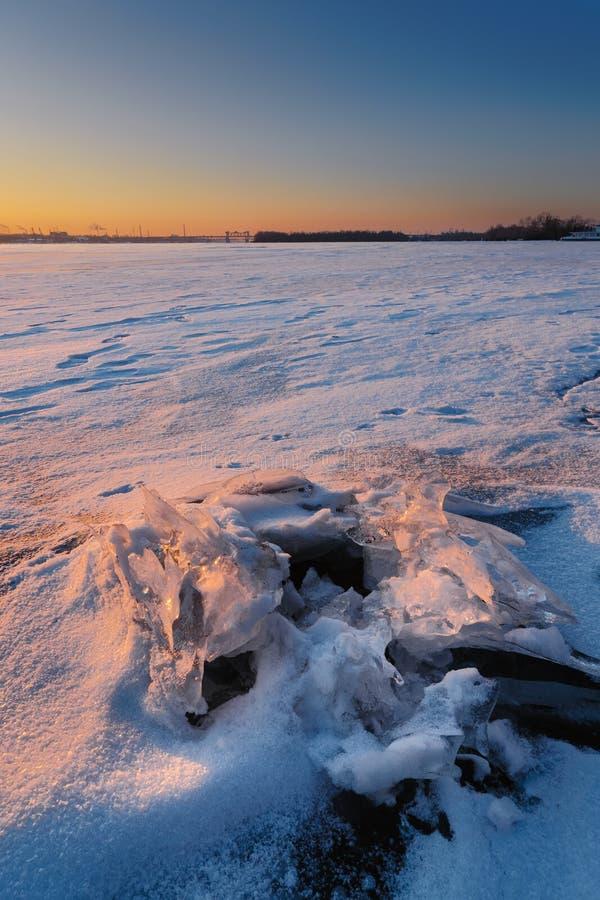 Mooie epische zonsondergang in de winter IV stock foto