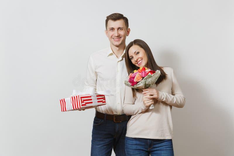 Mooie Europese jongeren op een witte achtergrond Emoties, familieconcept stock foto