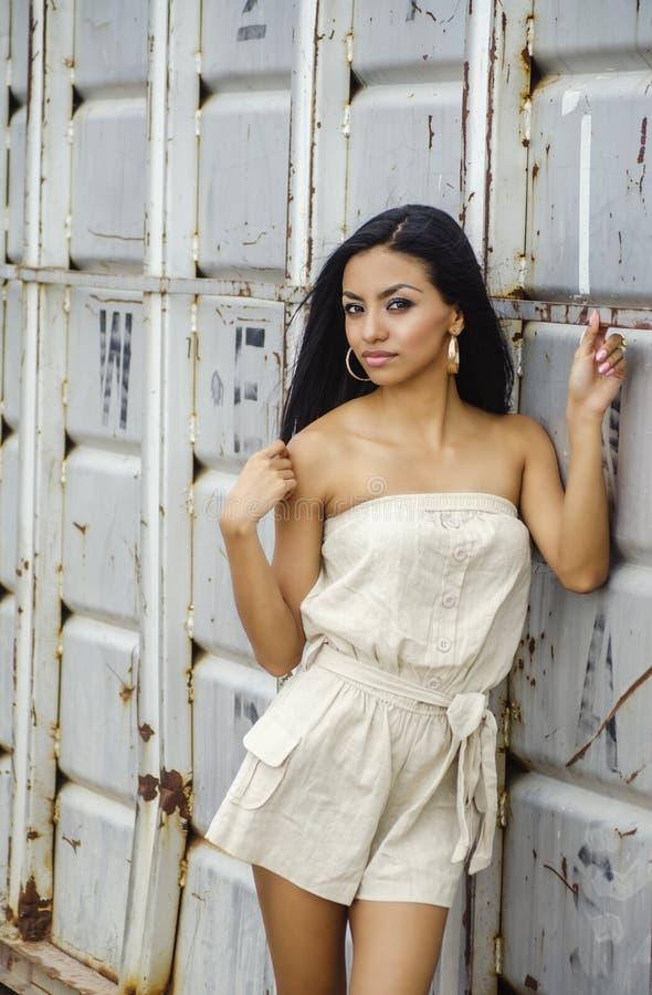 Mooie exotische jonge vrouw stock afbeelding