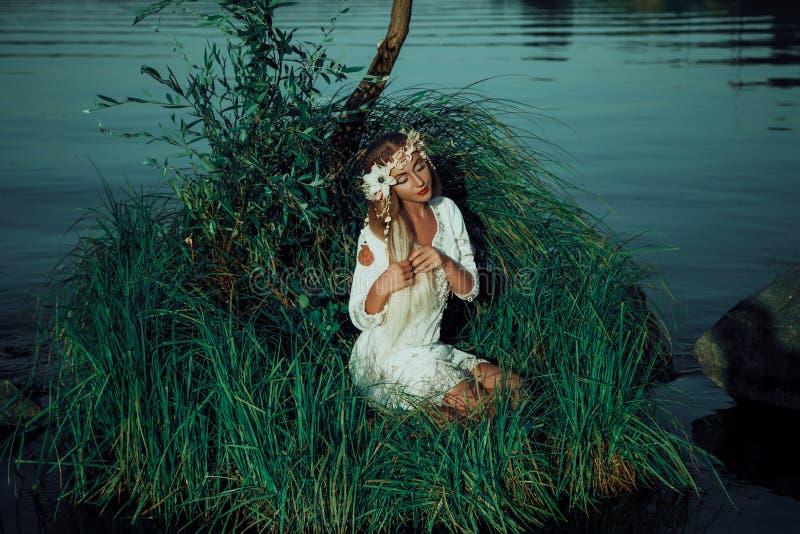 Mooie Fee op het meer royalty-vrije stock foto