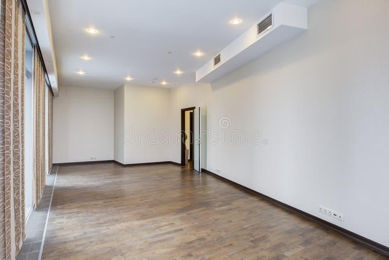 Mooie flat, binnenlandse, lege ruimte stock afbeeldingen