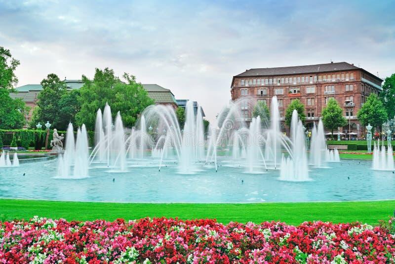 Download Mooie fontein stock afbeelding. Afbeelding bestaande uit architectuur - 29505639